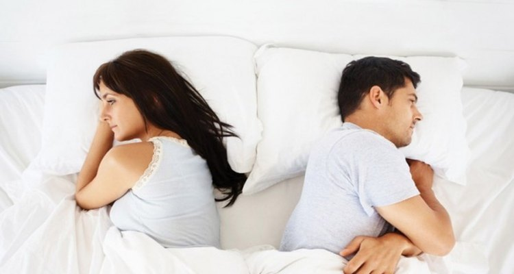 couple-not-talkig-to-each-other-in-bed